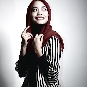 A Nice Smile by Muhammad Fairuz Samsubaha - People Portraits of Women ( tudung, anat, nikon, hijab, women, photography )