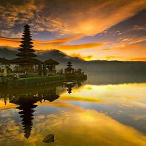 Ulundanu by I Komang Windu - Landscapes Cloud Formations ( canon, clouds, bali, sunrise, landscape, travel photography, photography )