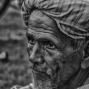 Watching by Soham Banerjee - People Street & Candids (  )