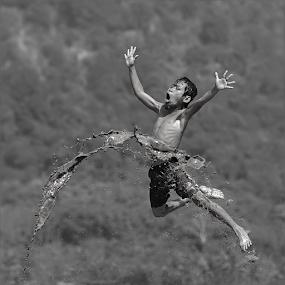 :: free of fly :: by DODY KUSUMA  - Black & White Street & Candid ( canon, b&w, freedom, black and white, bw, places, people, portrait, emotion, child, inspiring, free, indonesia, inspire, dody kusuma, inspirational )