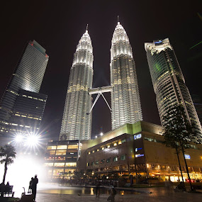 Kuala Lumpur Twin Tower, night view by Mohd Nazmie Ab Malek - Buildings & Architecture Public & Historical