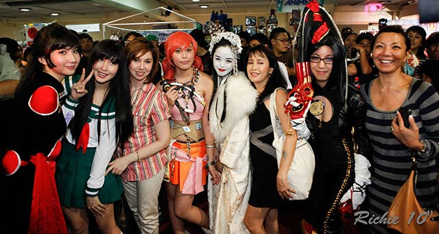 Filipina cosplayers at ToyCon 2010 pose with their mothers.