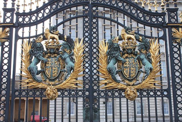 Detail brány Buckinghamského paláce.