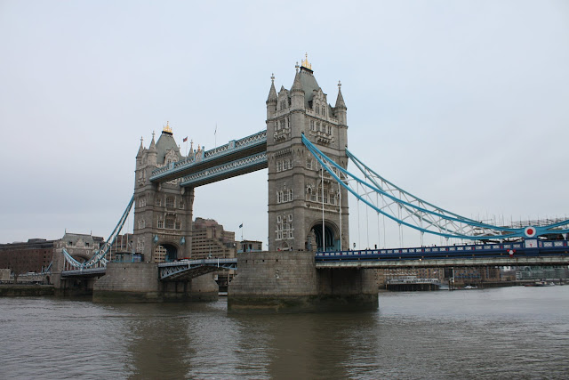 Tower Bridge v typickém Londýnském počasí.