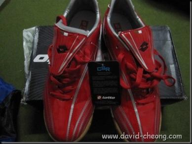 Lotto red futsal shoe