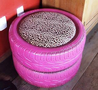 Galeria de Santinha/Casas Possíveis - Pufe Pink