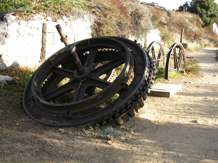 The special wheel that grips the cable to bring up the car on the incline.