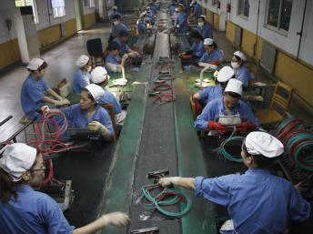 Kết quả hình ảnh cho Thời của 'lao động giá rẻ' Trung Quốc đã hết