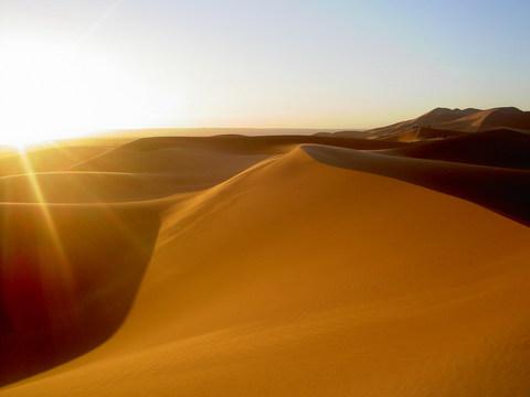الكثبان الرميلة ومخاطرها Dune_sunrise.jpg