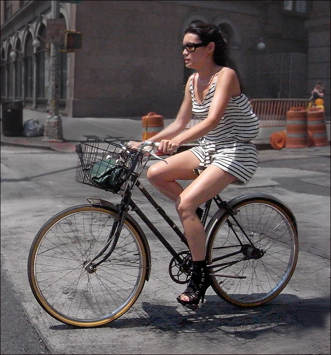 w high heels  striped shorts dress bike
