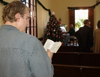 David Johns singing hymns with Friends in Ciudad Victoria, Mexico