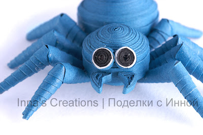 Spooky spider (paper quilling). Close-up