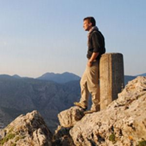 Cambridge University's Dr Michael Scott presents a documentary analyzing how and why Delphi was proclaimed the very centre of the ancient world for 1,000 years.