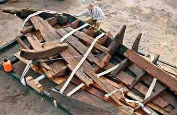 Fragments of the retrieved 18th century Kozak boat seen in Zaporizhya on Nov. 18. (UNIAN)