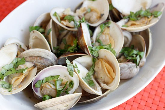 Steamed Clams with Fresh Basil | Skinnytaste