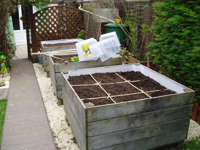mes p tites croix jardin potager en carr. Black Bedroom Furniture Sets. Home Design Ideas