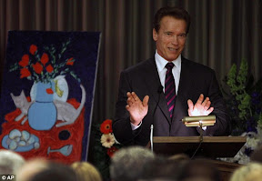 tony-curtis-funeral-arnold-schwarzenegger-and-jamie-lee-curtis-celebrate-life-of-actor-at-las-vegas-funeral