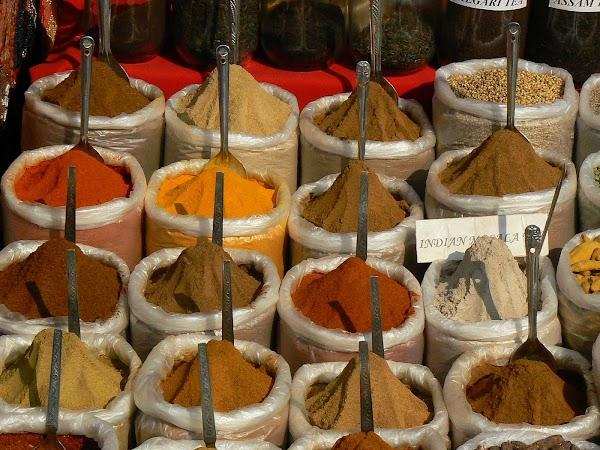 Imagini India Goa: mirodenii la Anjuna Market