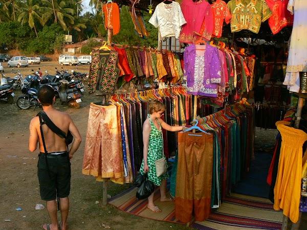 Imagini India Goa: haine etnice la Anjuna Market