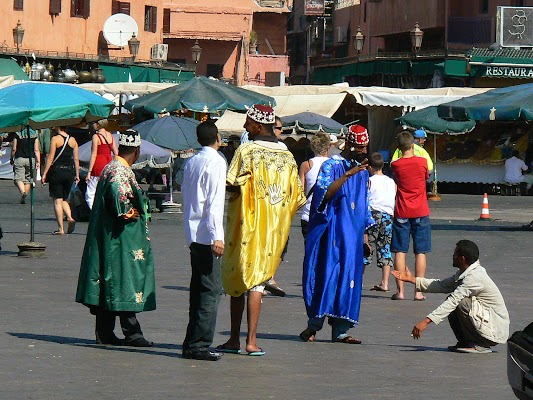 Imagini Maroc: Jema el-Fnaa Marrakech - trecatori.JPG
