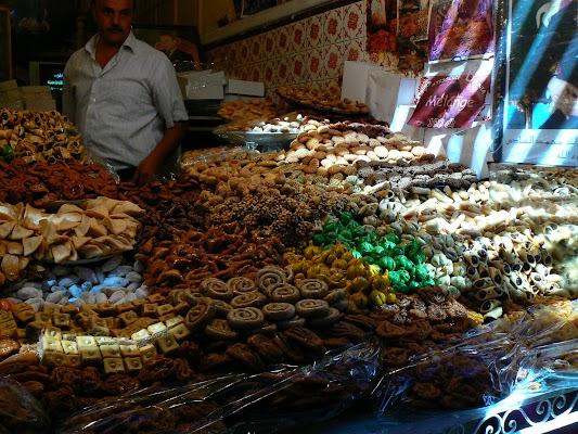 Obiective turistice Maroc: Jema el-Fnaa Marrakech - bazarul de dulciuri.JPG