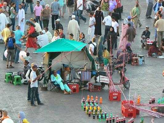 Imagini Maroc: Jema el-Fnaa Marrakech - pescari de Coca Cola.JPG
