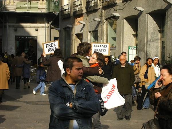 Imagini Spania: free hugs Madrid.JPG