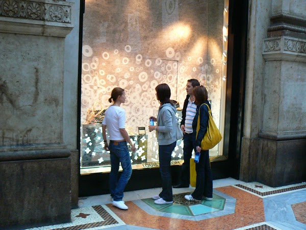 Obiective turistice Italia: window shopping la Milano