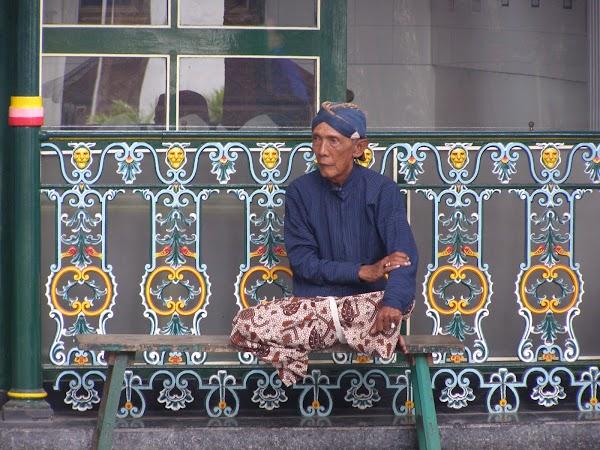 Imagini Indonezia: jogja sultan palace guard