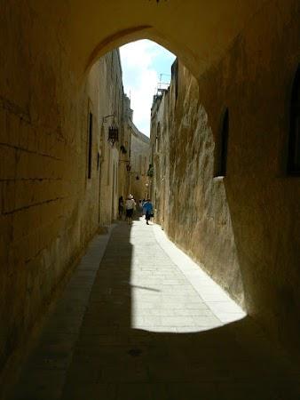 Obiective turistice Malta: strazile din Mdina.JPG
