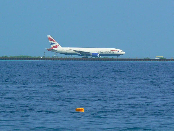 Imagini Maldive: British gata de decolare.JPG