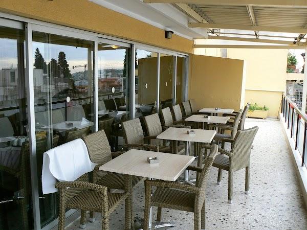 Imagini Grecia: hotel Adonis Atena, terasa