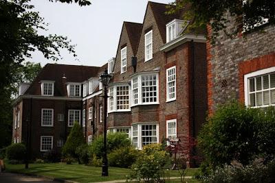 住房块花园在汉普斯特德在伦敦郊区