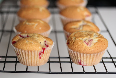 close-up photo of strawberry cupcakes