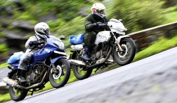 DRAG RACE: R15 VS PULSAR 220 Vs KARIZMA R Vs RTR 180 | Bike