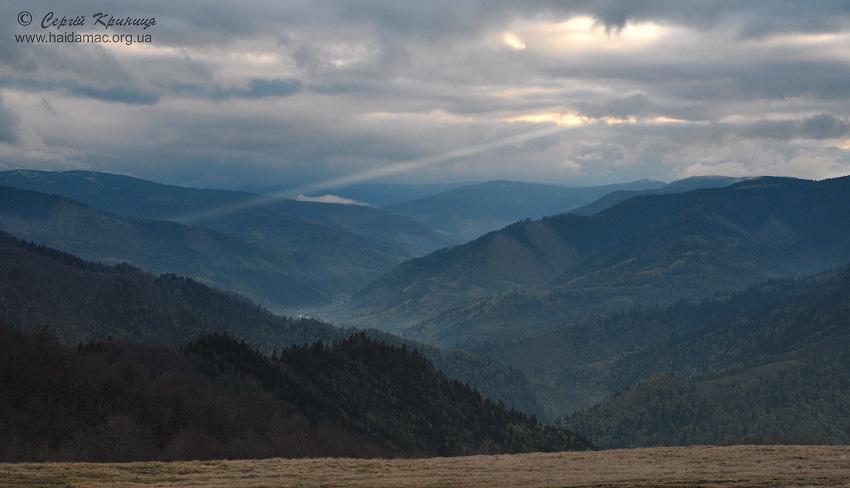 вид на долину Брустурянки на світанку