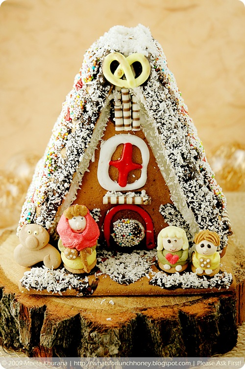 Scandinavian Gingerbread House - Pepparkakstuga (03) by MeetaK