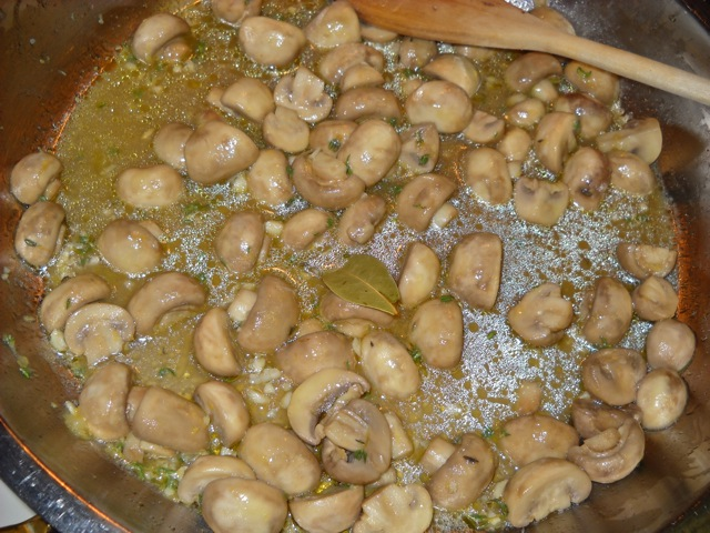 finished marinated mushrooms