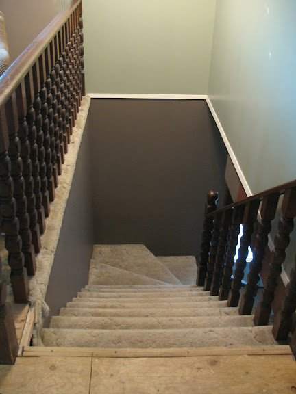 before / Painted wooden crate stairs via https://www.funkyjunkinteriors.net/