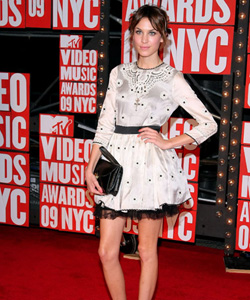 Alexa Chung on the red carpet at the VMA's [image courtesy of Getty images and MTV]