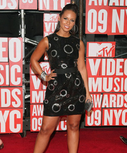 Alicia Keys on the red carpet at the VMA's [image courtesy of Getty images and MTV]