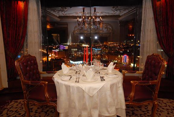 ويعتبر آول مطعم دوآر حيث يتيح لرواده مشاهدة كل أرجاء