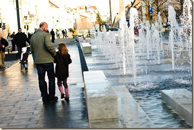 downtown-cluj-napoca-fountains-girl-and-father
