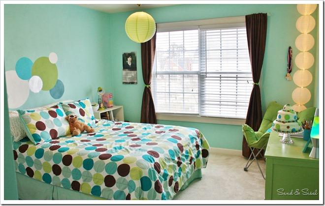 Polka Dot Teen Room