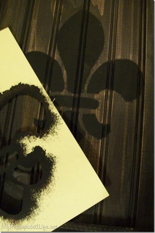 stenciled fleur de lis frame