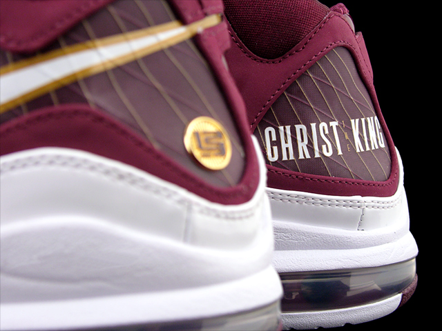 39adaecef60e4 A First Look at the 8220Christ the King8221 Nike Air Max LeBron VII ...