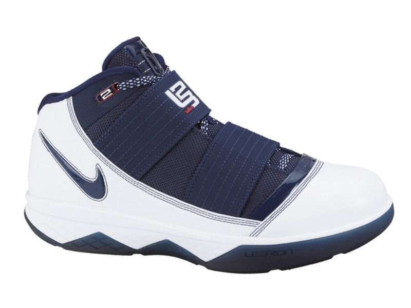 69b2040562e68a ... Nike Zoom Soldier 3 White and Navy Sample vs General Release