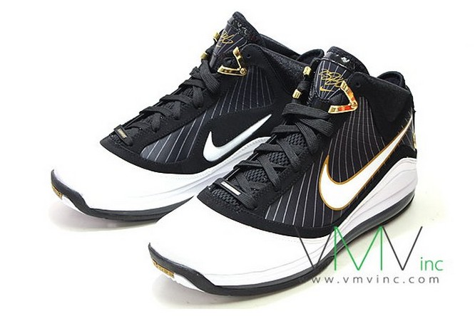 7f708227dbb579 ... Upcoming Nike Air Max LeBron VII BlackWhiteGold New Pics ...
