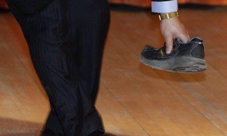 温家宝总理剑桥大学遭遇鞋子袭击之谈