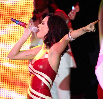 gallery_main-katy-perry-concert-titties-002